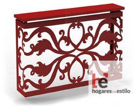 cubre radiador de forja color rojo decorado con un estilo barroco e intrincado