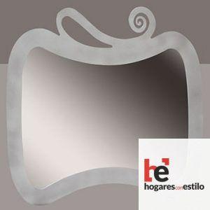 espejo de pared de forja con decoración en la parte superior de una espiral. El formato es apaisado o tumbado, vertical