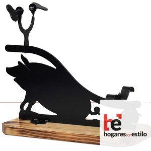 jamonero de forja cortado a laser decorado con un cerdo grande y una bellota pequeña