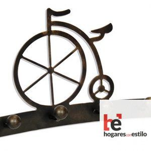 perchero de forja de 4 pomos con forma de bicicleta antigua que tiene una rueda mucho mas alta que la otra