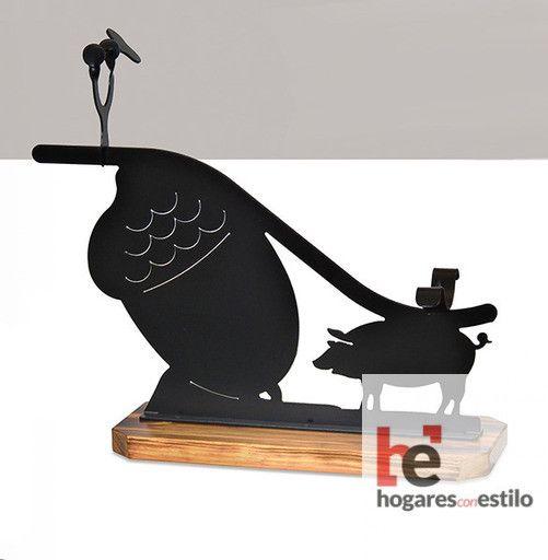 jamonero de forja modelo alcornoque cortado a laser con una bellota grande y un cerdito pequeño