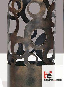Paraguero de forja de estilo vintage con pintura envejecida y decorado con formas circulares