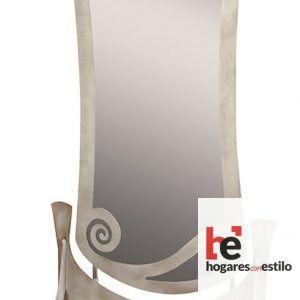 espejo de forja con pie modelo DRIZA decorado con espirales y de un color oro envejecido
