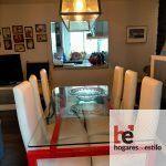Decoración en forja. La mesa la pintamos en rojo acorde con los colores que pusimos en el salón